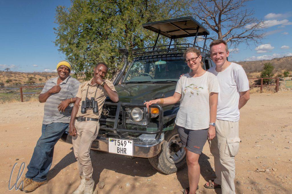 Die Safari-Crew im Raha-Nationalpark: Isaac, Baraka, Mona und Christian