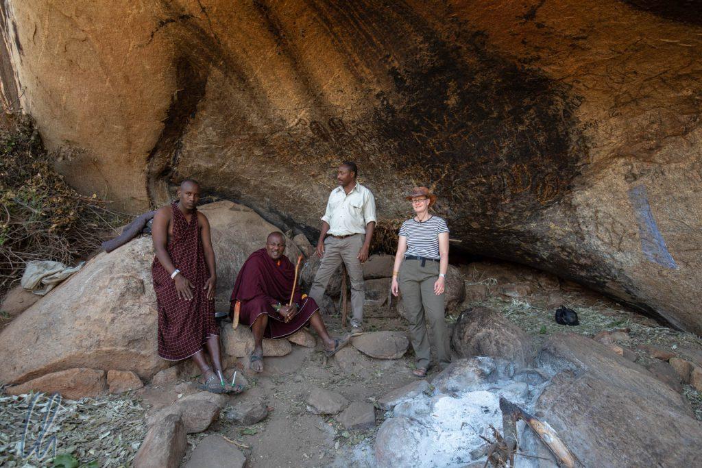 Abgetrennt mit ein dornigen Ästen. Hier wohnten die Massai-Krieger während des Schlachtfestes.