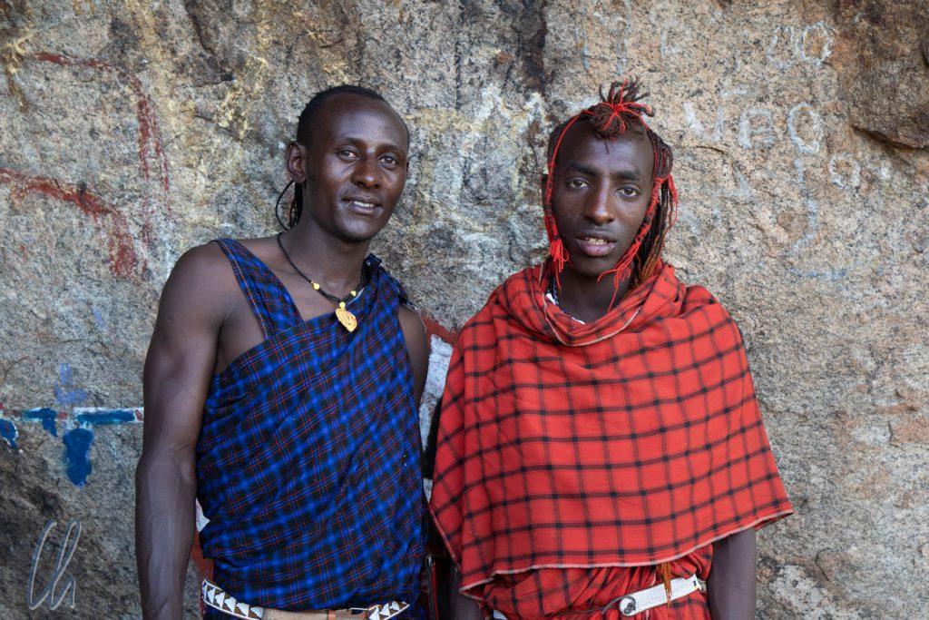 Zwei Massai-Krieger, wie man sie sich vorstellt