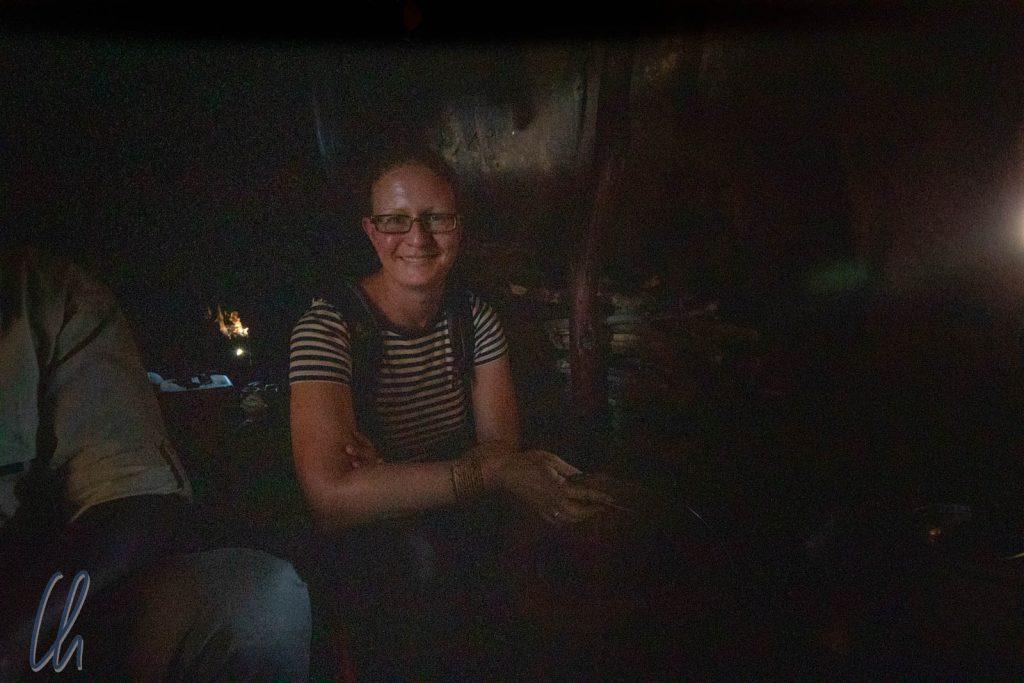 In der schattigen und kühlen Massai-Hütte