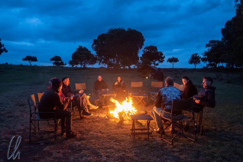 Nach Sonnenuntergang wurde es kühl, glücklicherweise wärmte das Lagerfeuer.