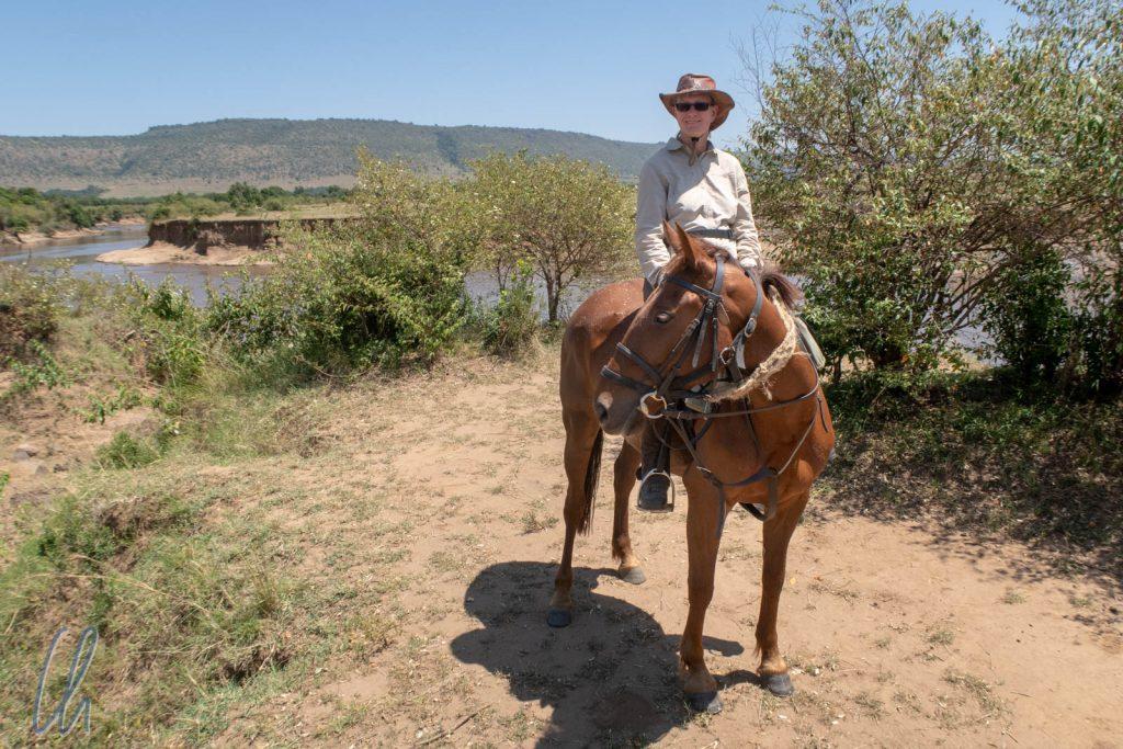 Geschafft! Der Mara-Fluss liegt (für heute) hinter uns. Da bessert sich sogar die Stimmung der chronisch missgelaunten Stute Posie.