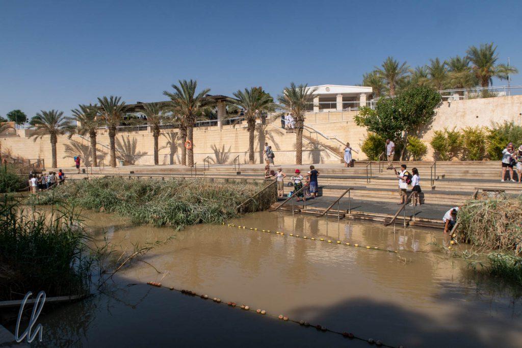 Der Jordan: Taufbetrieb und Grenze zwischen Jordanien und Palästina