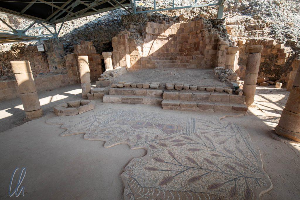 Die freigelegten Überreste der Kirche aus dem 5./6. Jahrhundert vor Lots Höhle