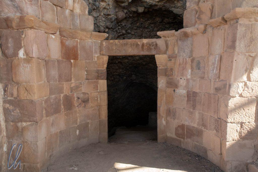 Der Eingang zur Höhle, in der Lot Zuflucht gefunden haben soll.