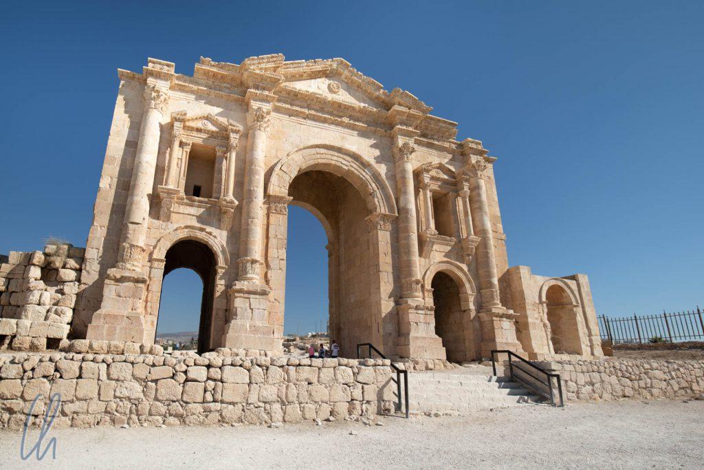 Der Hadriansbogen stellt den südlichen Eingang zum antiken Gerasa dar.