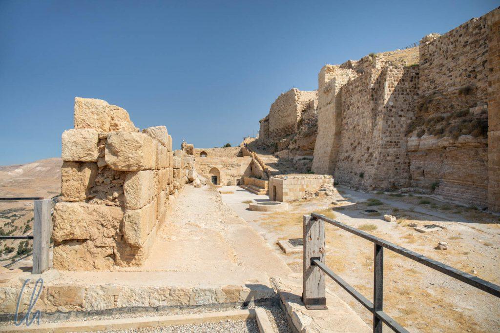 Die massiven Mauern stehen schon seit fast 1000 Jahren.