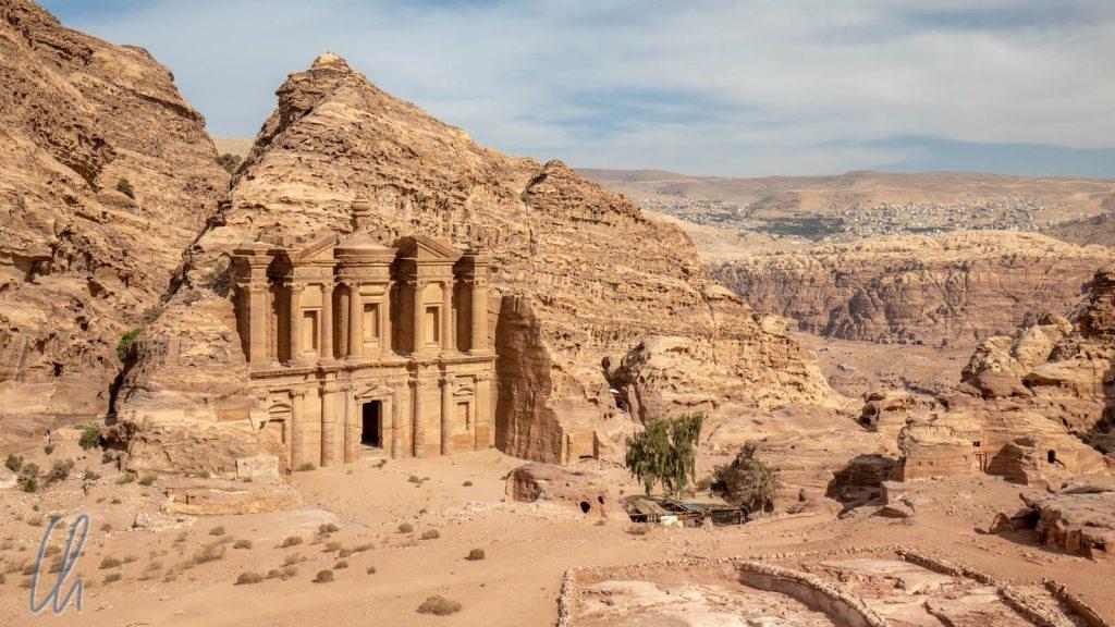 """Ad-Deir (""""Das Kloster"""") ist eines der bekanntesten Monumente in Petra."""
