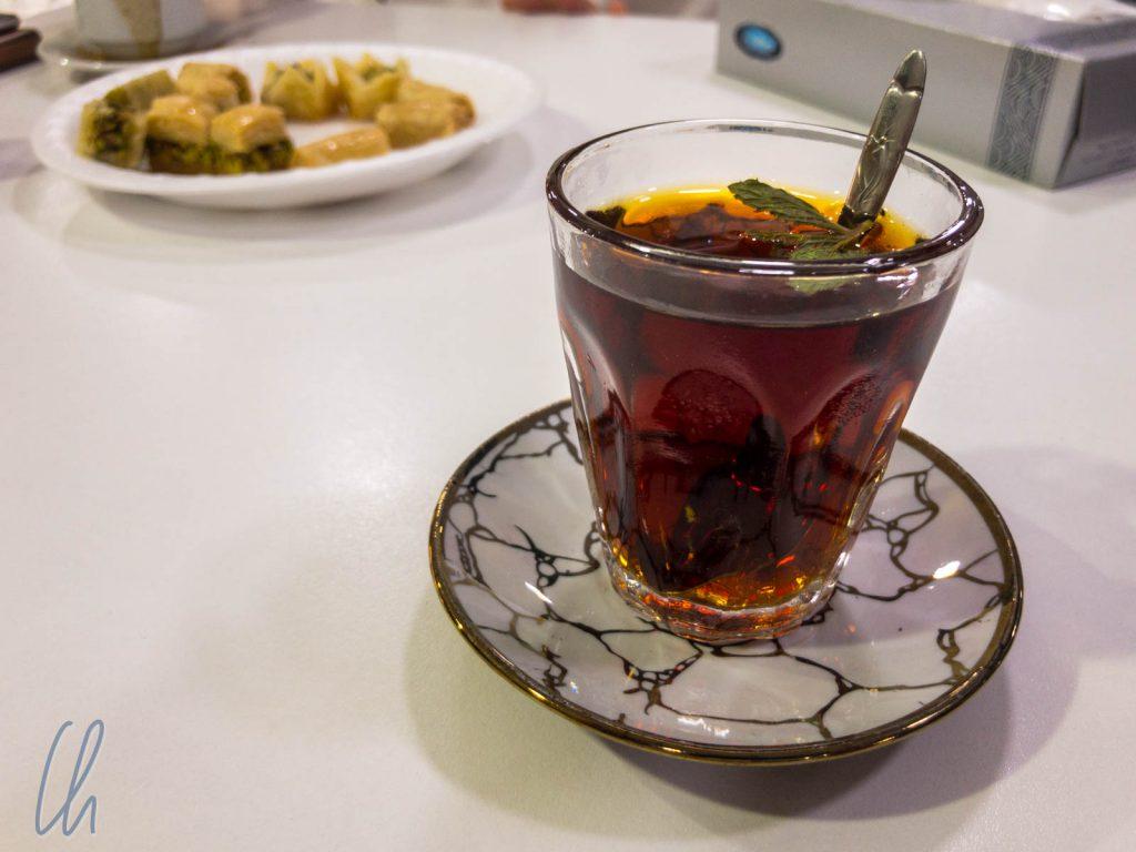 Süß, süßer, jordanischer Tee