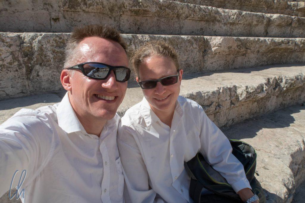 Wir sitzen auf der Zuschauertribüne des Amphitheaters in Amman.