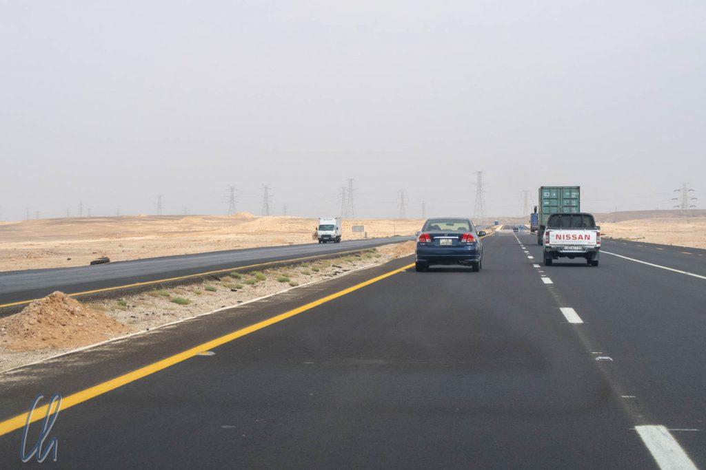 Der Desert Highway verbindet Norden und Süden des Landes. Die 250 km von Amman nach Petra schafft man ohne Pause in gut 3 Stunden.