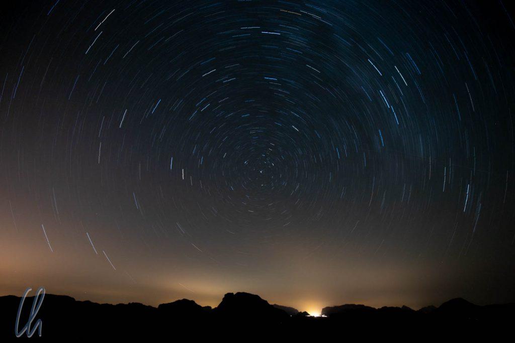 Star Trails mit einer Belichtungszeit von 30 Minuten.