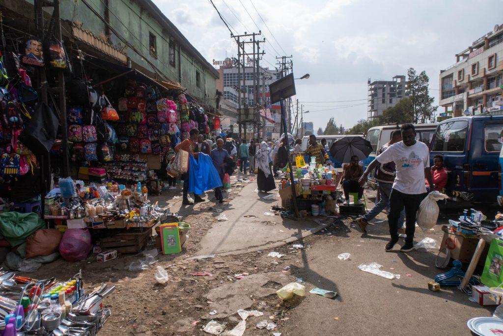 Auf dem Mercato in Addis gibt es (fast) alles zu kaufen.