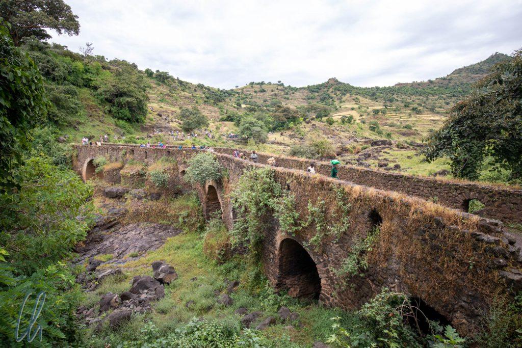 Die alte Steinbrücke über den Abbai