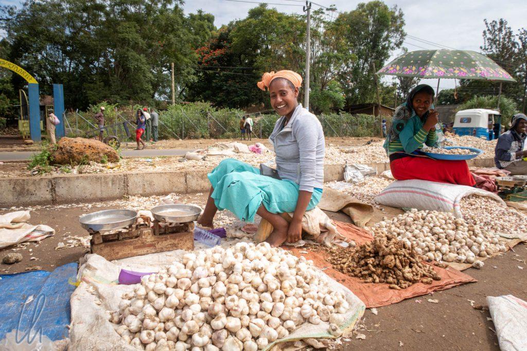 Eine nette Verkäuferin auf dem Markt von Bahir Dar