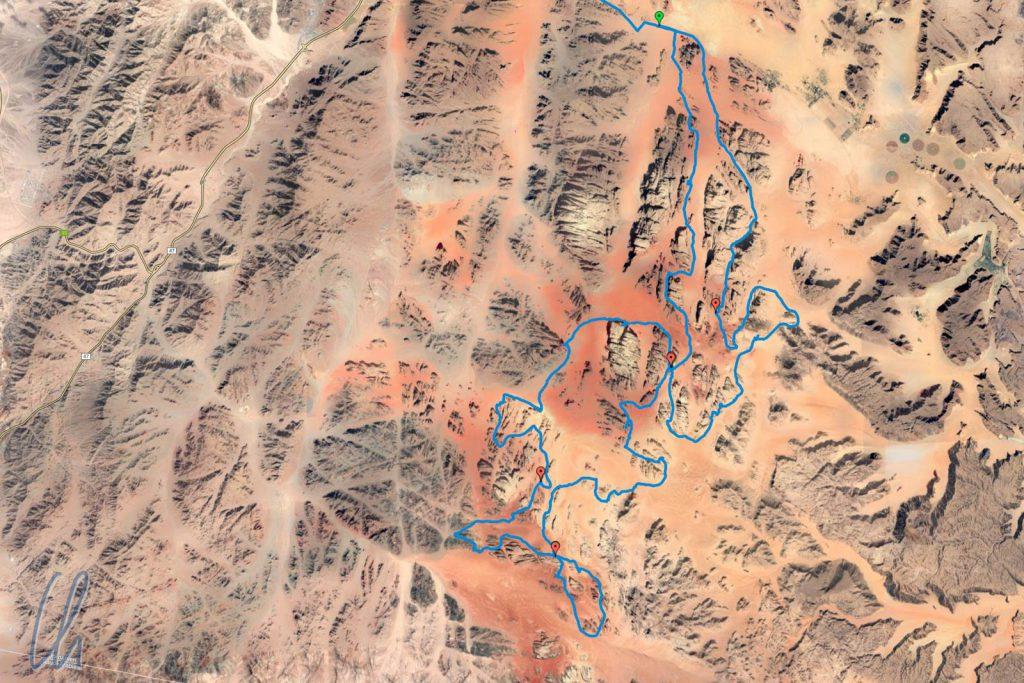 Unsere Reit-Route durch das Wadi Rum. Sogar auf dem Satellitenbild ist der verschiedenfarbige Sand sichtbar.
