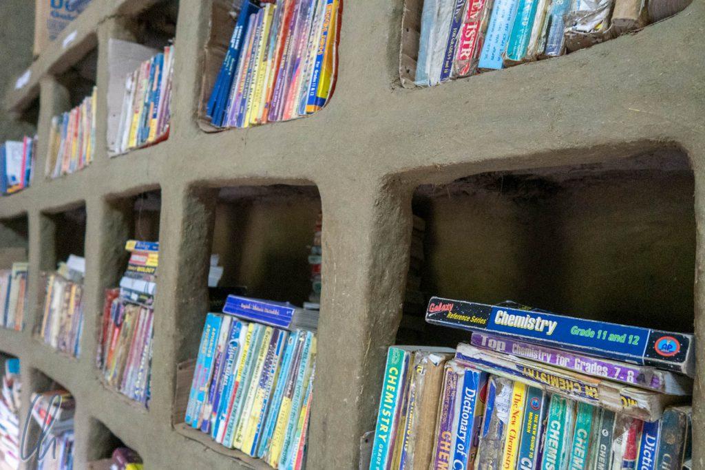 Die Bücherei mit vielen gespendeten Büchern