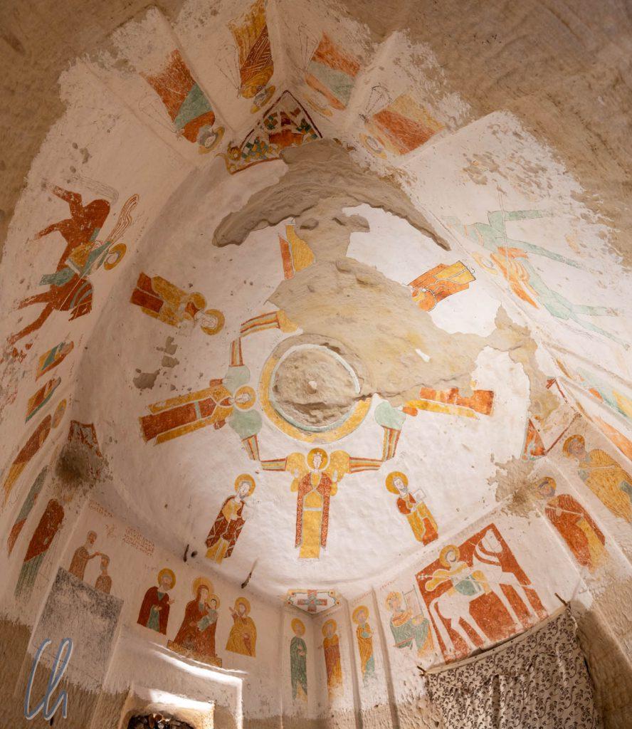 Der Innenraum der kleinen Kirche Daniel Korkor