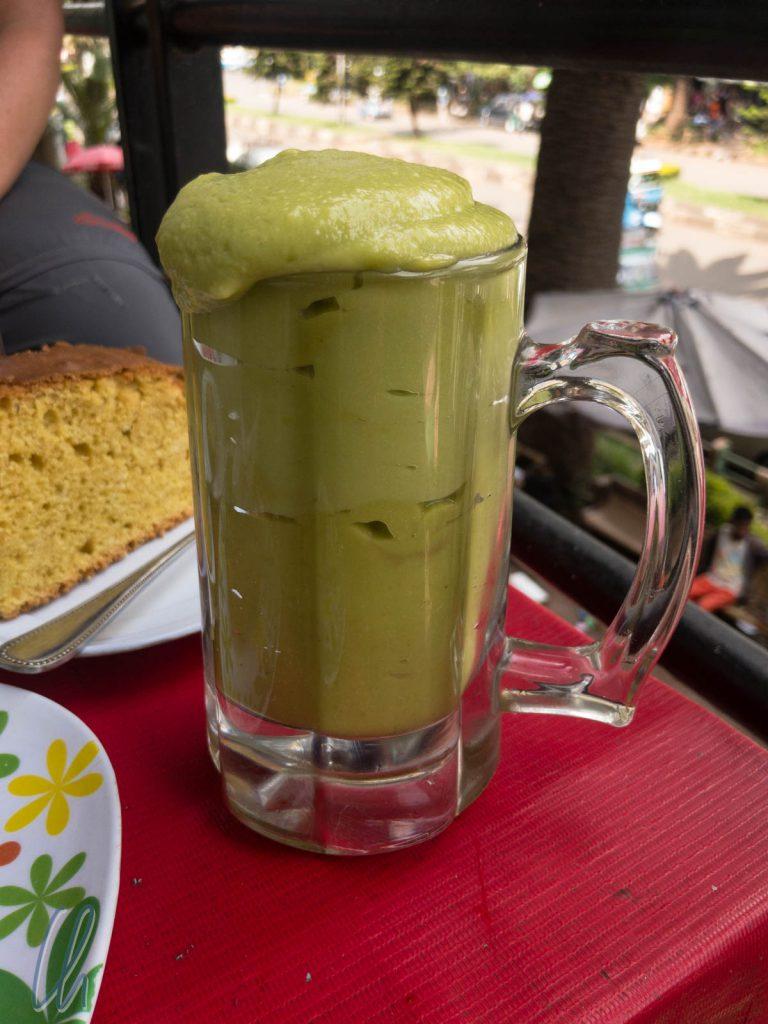 Nahrhaft und lecker, ein frisches Avocado-Getränk