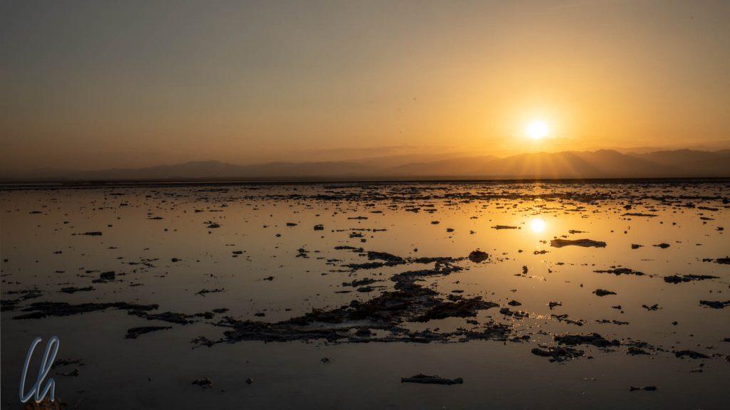 Sonnenuntergang über dem Karum- Salzsee