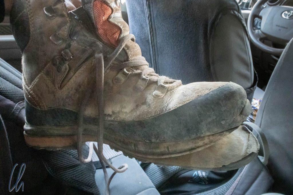 Nach dem Abstieg vom Erta Ale in Äthiopien war die Sohle meines Wanderschuhs am Ende…