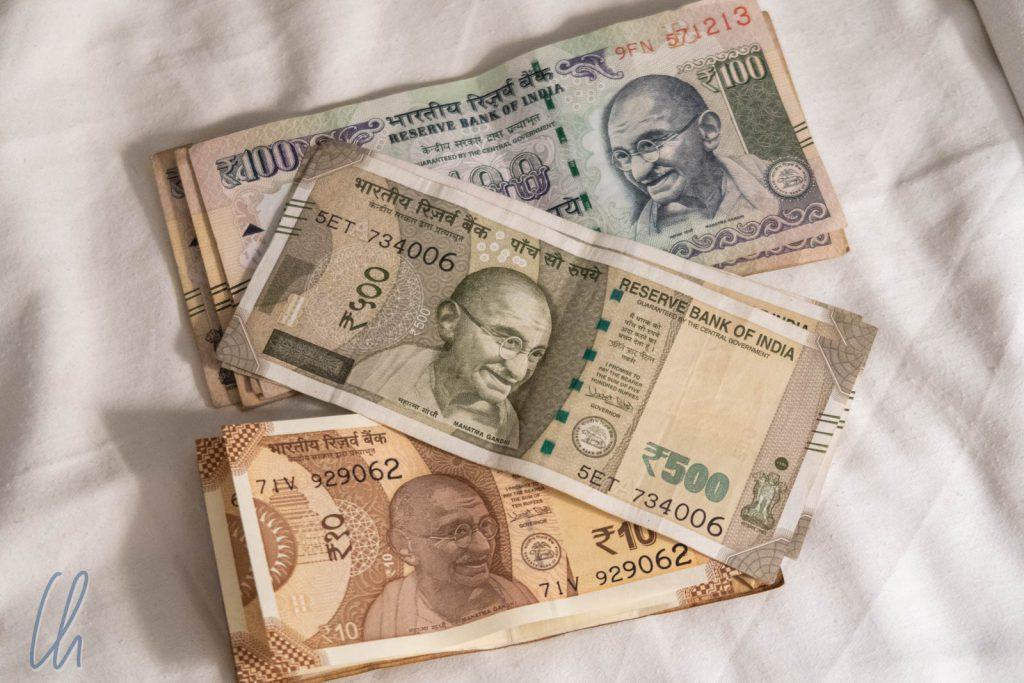 Auf allen indischen Geldscheinen ist Mahatma Gandhi abgebildet.