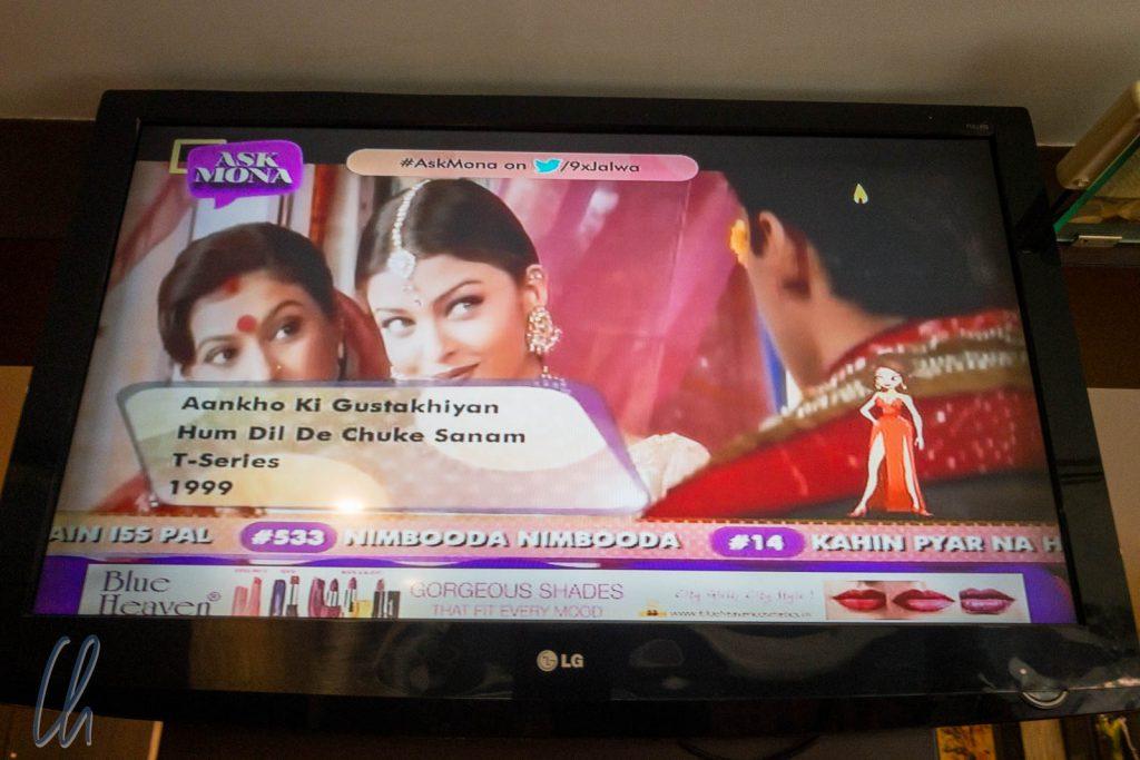 """Frühstücksfernsehen mit einem Bollywood-Klassiker: Hum Dil De Chuke Sanam (""""Ich gab Dir mein Herz, Geliebter""""). Das Musikvideo hier: https://www.youtube.com/watch?v=3Y1kouWRi1s"""