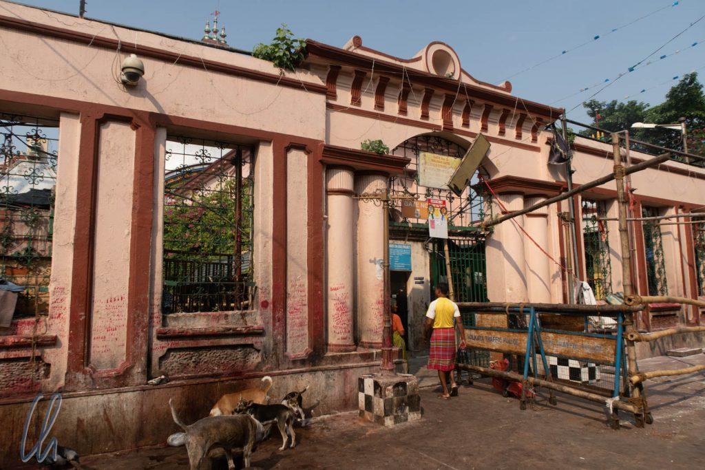 Das Fotografieren ist auf dem Tempelgelände verboten. Dies ist eines der Tore.