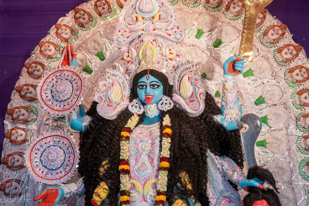 Die kriegerische Göttin Kali wurde in der Regel mit herausgestreckter Zunge dargestellt.