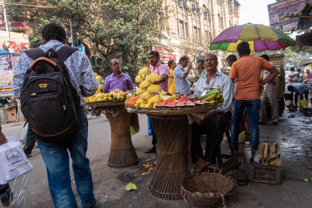 Obstverkäufer auf den Straßen von Kolkata