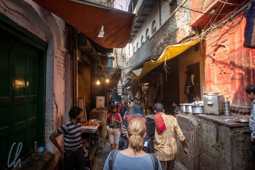 Unterwegs in den Gassen von Varanasi