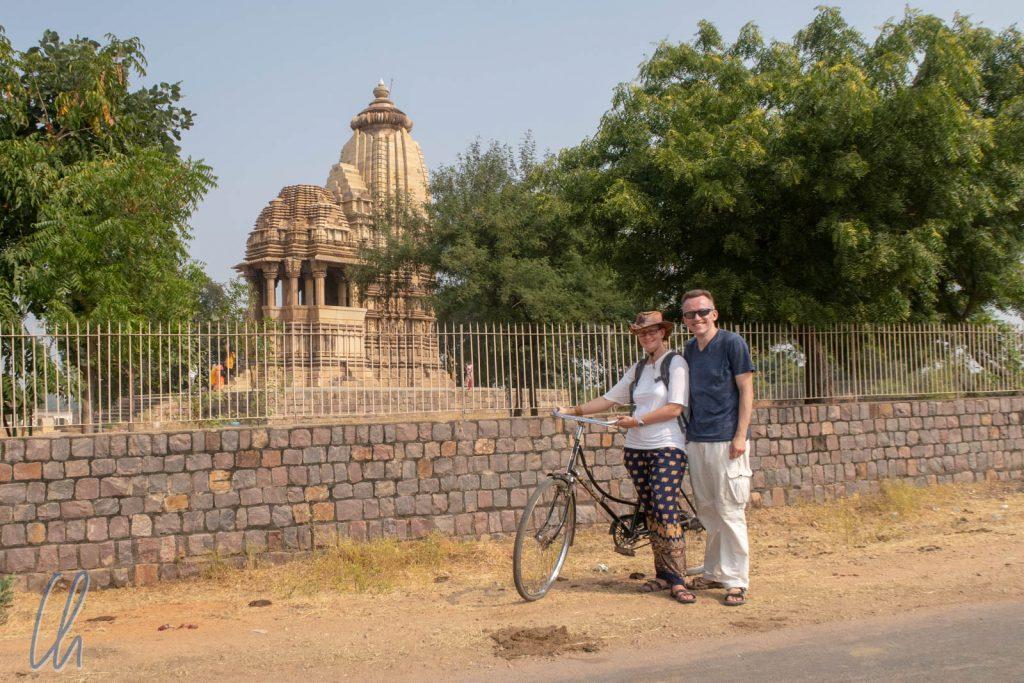 Fahrradtourstop am Chaturbhuja Tempel