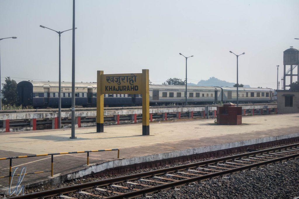Langsam verließen wir den Bahnhof von Khajuraho.