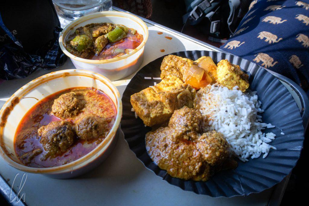 Vegetable Kofta und Paneer Tikka Masala mit Reis