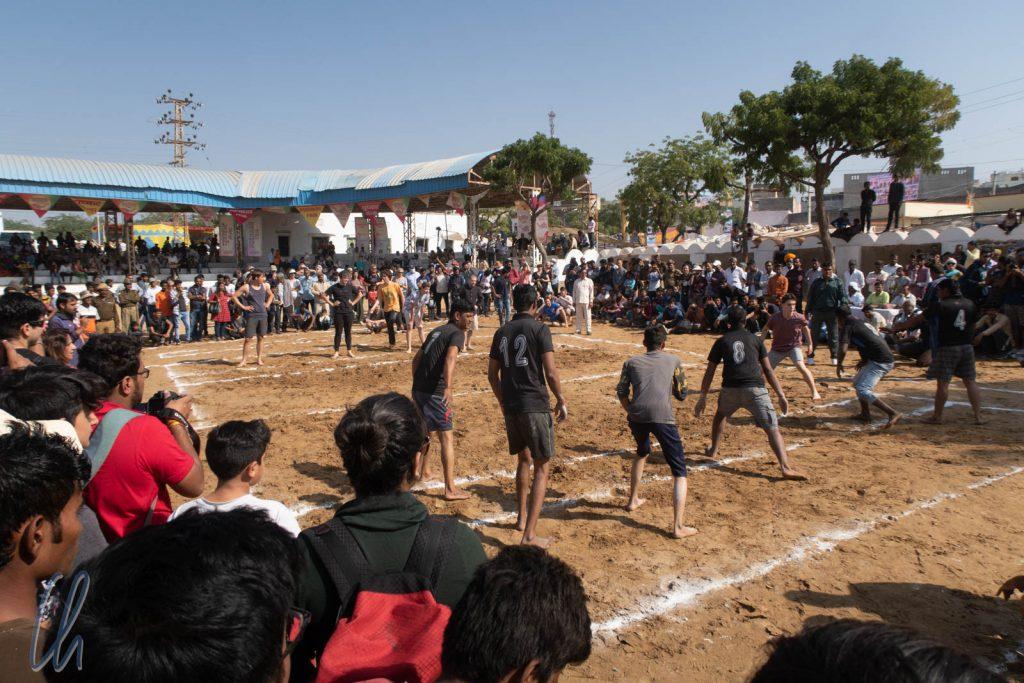 Ein Kabaddi-Spiel Inder gegen Ausländer