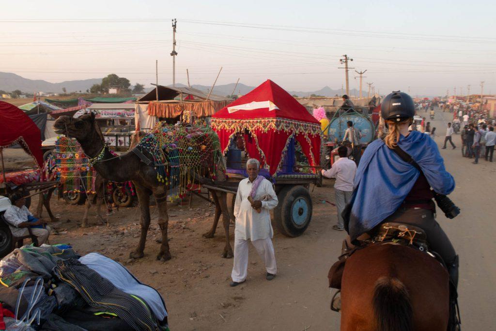 Wir ritten über die Pushkar Horse and Camel Fair.