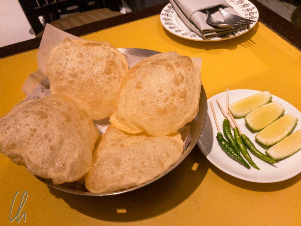 Puri, ein wie ein Luftballon aufgetriebenes Brot