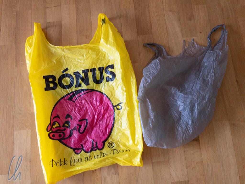 In diesen unverwüstlichen Plastiktüten trugen wir unsere Portemonnaies unauffällig um die Welt.