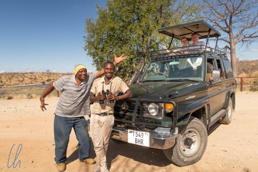 Den Ruaha-Nationalpark erkundeten wir zusammen mit Baraka (rechts) und Isaac (links) in einer sehr authentischen Atmosphäre.