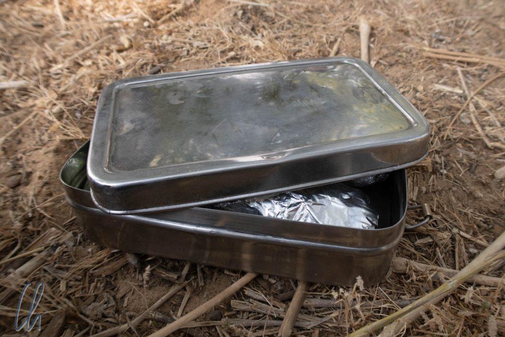 Eine verheißungsvolle Tiffin-Box - Was sie wohl diesmal Leckeres enthält?