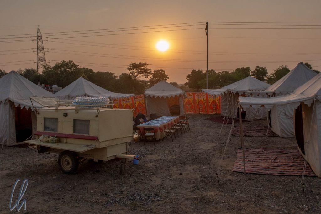 Unser gemütliches Safari-Camp bei Sonnenuntergang
