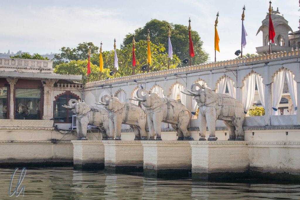 Das Elefanten-Begrüßungskomitee des Jagmandir Palastes